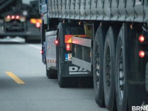 Na D2 je u přechodu na Slovensko asi dvanáctikilometrová kolona