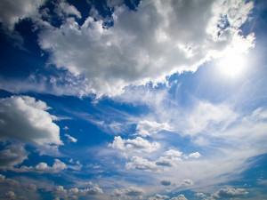 POČASÍ NA NEDĚLI: Přes den polojasno až oblačno, na teploměru až 14 stupňů a k večeru může zapršet