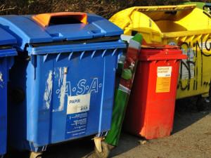 Pokud jste v nařízené karanténě, na třídění odpadu zapomeňte. Vše vhazujte do směsného odpadu, vyzývá ministerstvo