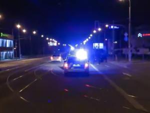 VIDEO: Patnáctiletá dívka ujížděla policistům v Brně a nabourala, autem pro ni přijel i čtrnáctiletý bratr