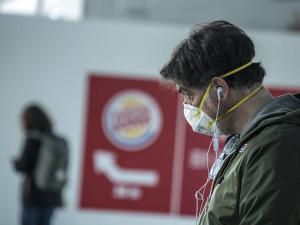 Jihomoravský kraj rozdělí 116.000 respirátorů a 721.000 roušek