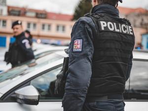 Řidič přejel na parkovišti před supermarketem v Břeclavi nohu chodkyni, policisté hledají svědky