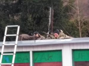 VIDEO: U požáru domu zasahovali policejní odstřelovači. Museli prostřelit tlakovou lahev