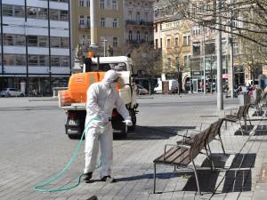 FOTO: Centrum Brna dostává pravidelnou sprchu dezinfekce