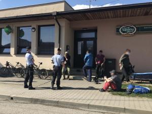 Policisté během podlouženého víkendu řeší nenošení roušek i bezohledné řidiče