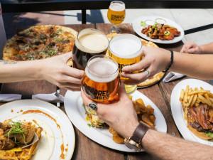 Podpořte svůj oblíbený podnik. Tuzemské pivovary spustily kampaň Zachraň hospodu