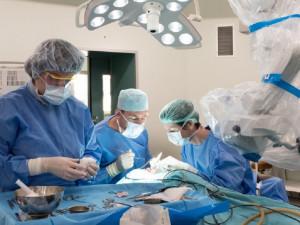 Nemocnice po celé jižní Moravě postupně obnovují ambulance i operace