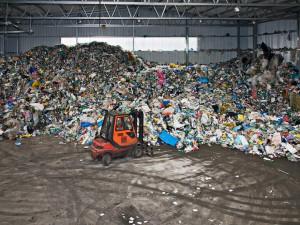 Kvůli nucenému pobytu lidí doma vzrostlo množství plastů v odpadech, na přesná čísla je ale zatím brzo