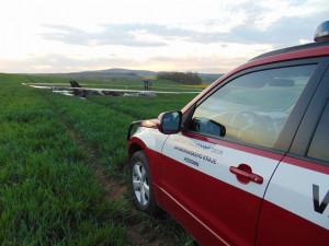 FOTO: Při havárii ultralehkého letadla zemřeli dva lidé, policisté vyšetřují okolnosti