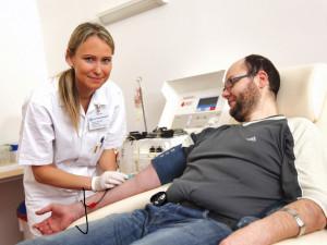 Brněnské nemocnice obnovují operace a shání dárce krve
