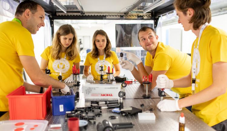 Středoškoláci se mohou zapojit do fyzikální soutěže, finalisté se podívají do laserového centra