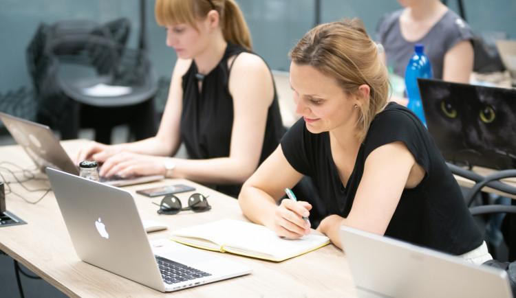 Czechitas v karanténě pracují na online vzdělávání a spustili nové kurzy