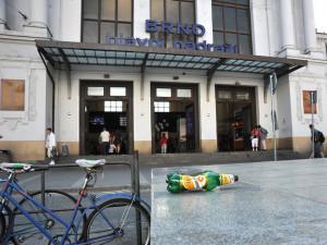 Mužpolil žebráka u hlavního nádraží pivem, nocstrávil nazáchytce