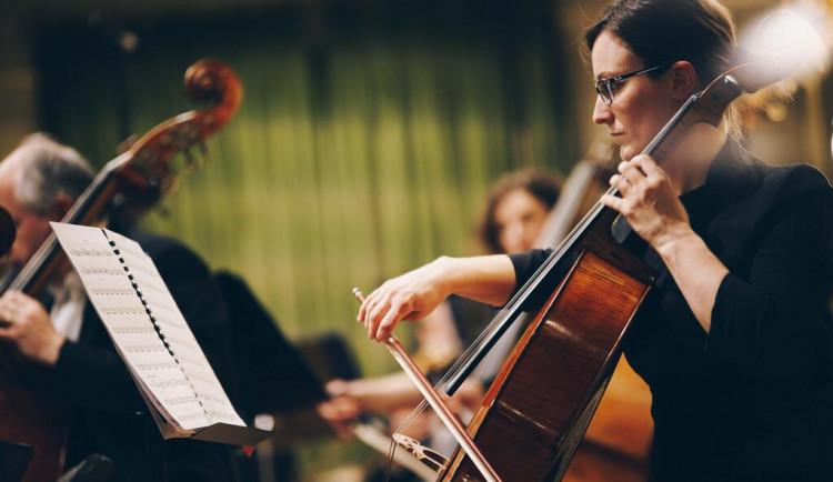 Fanfáry na Staré radnici, violoncellisté na Zelném trhu. Filharmonie Brno odhalila program květnových koncertů