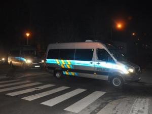 Gang v Brně brutálně zmlátil a okradl staršího muže, policisté v jednom z agresorů poznali celostátně hledaného násilníka