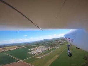 VIDEO: Jihomoravští policisté otestovali unikátní bezpilotní letoun, mohl by doplnit vrtulníky při pátrání