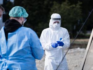 Mladí hrdinové v první linii. Brněnští studenti medicíny odpracovali v boji s koronavirem 25 tisíc hodin