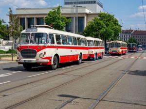 FOTO: Víkend v Brně patřil historickým vozům. Obdivovat je přišly stovky lidí