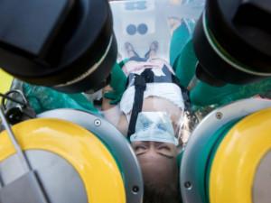 Pacientka v těžkém stavu COVID-19 je stabilizovaná, uzdravili se další dva lidé