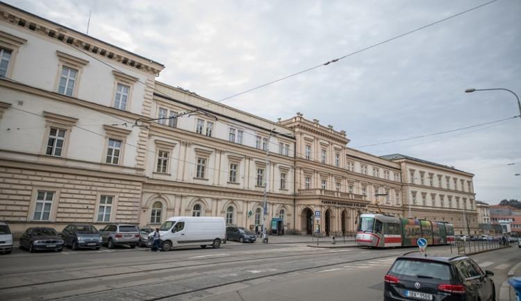Nemocnice v Brně ani Vyškově návštěvy nepovolí, Znojmo jen některé dny