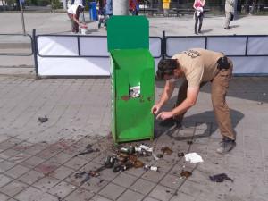 U muže, kterému včera vybuchla na Staré Osadě neznámá látka, našli policisté vojenskou pyrotechniku