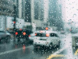 POČASÍ NA ÚTERÝ: Čeká nás jarní déšť a místy silnější vítr