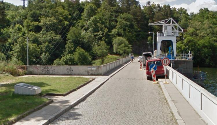 Z hráze Brněnské přehrady skočil dvaačtyřicetiletý muž, zřejmě šlo o sebevraždu