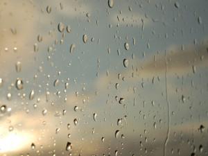 POČASÍ NA SOBOTU: Slunné ráno vystřídají přeháňky