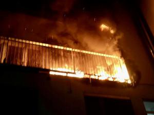 V Králově Poli začal včera večer hořet byt, hasiči museli evakuovat 13 lidí