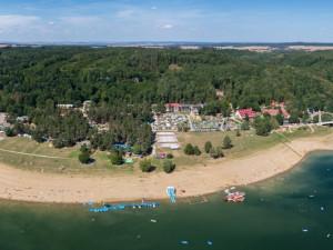 Moravský Jadran zahajuje turistickou sezónu. Vranovská přehrada láká na písčité pláže