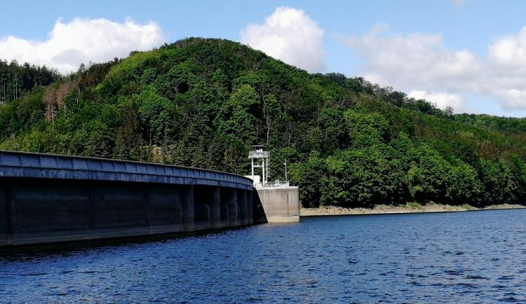 Krajinu stále moří sucho, mírně pomáhají vodní nádrže. Nejsušší oblast je na Vyškovsku