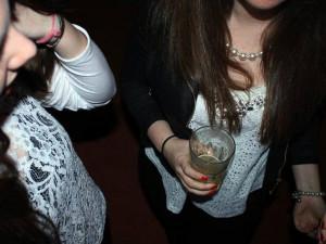 Mezi mladými je stále více abstinentů, spotřeba alkoholu mezi nimi klesla o sedm procent