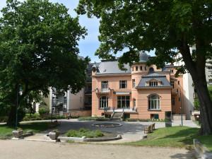 Dvě slavné brněnské vily opět spojeny. Na jednu vstupenku návštěvník projde obě zahrady