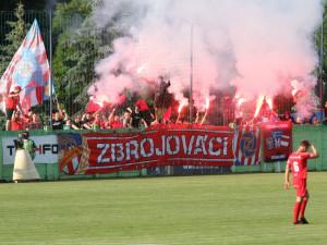 Druholigové derby s Líšní ovládla gólem v posledních minutách Zbrojovka. Zápas nabídl emoce, červené karty i penaltu