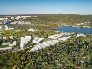 Tunel pod Kníničkami, most přes Svratku a nové přístaviště. Studie ukazují tři různé podoby silnice X43 přes Brno