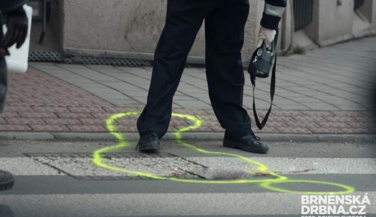 Dodávka v Brně srazila dva chodce na přechodu. Muž zemřel, žena je ve vážném stavu