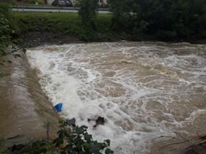 Jihomoravští záchranáři museli z Veličky vytahovat dva topící se vodáky. Vrtulníkem muže převezli ke svaté Anně