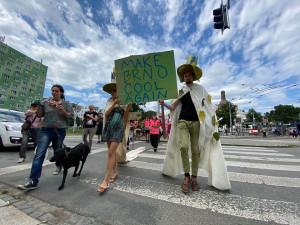 FOTO/VIDEO: Alegorický pochod v Brně upozornil na nedostatek opatření na ochranu klimatu v novém územním plánu