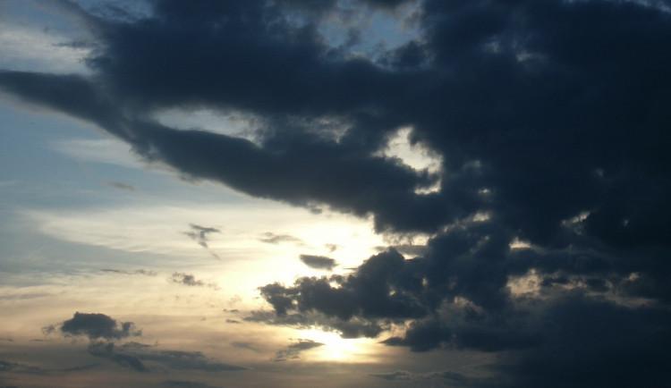 POČASÍ NA ČTVRTEK: Polojasno až oblačno, možné přeháňky nebo bouřky