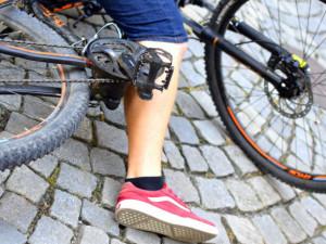 Řidička v osobáku srazila cyklistku, která skončila zraněná v nemocnici