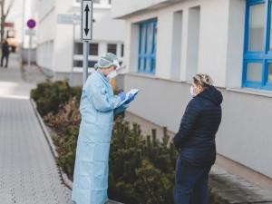 Brněnská nemocnice hledá pacienty vyléčené z koronavirové infekce, chce prozkoumat dopady nemoci na tělo