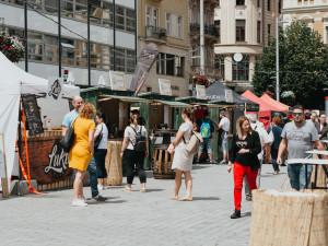 Festival Léto v centru Brna nabídne návštěvníkům řízky i poutine