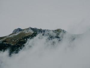 POČASÍ NA PÁTEK: Zatažená obloha, teplo a občasné přeháňky