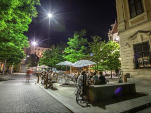 TIPY NA VÍKEND: Letní koncertování na Jakubáku, Moraváku i v Lužánkách, filmová klasika z Karlových Varů ve Scale a pořádně roztančený bazar