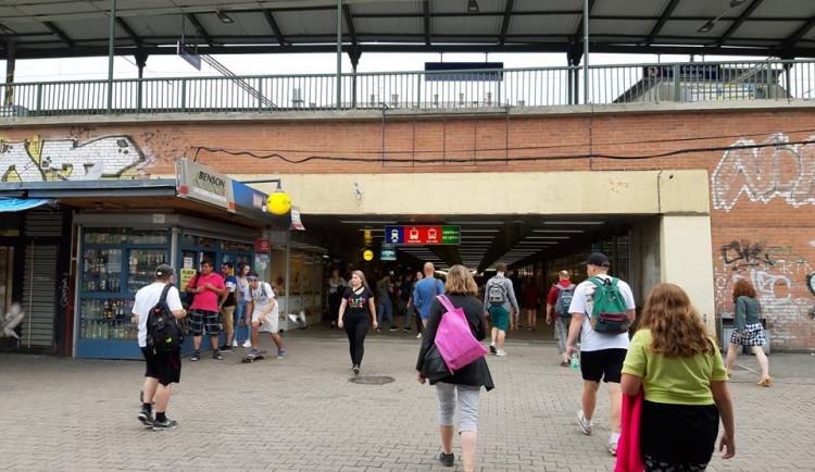 Podchod pod hlavním nádražím nově patří Brnu. Město z něj chce udělat moderní obchodní pasáž