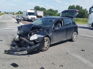 Řidička Volkswagenu nedala přednost autu na hlavní silnici a způsobila havárii
