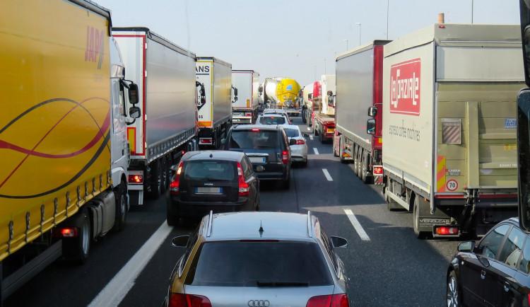 Rakušané mají hotovo, v Česku se soudí. Dostavba dálnice D52 se odsouvá, spolek Voda z Tetčic uspěl s žalobou