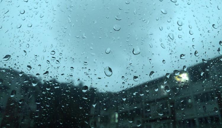 POČASÍ NA NEDĚLI: Déšť nás provede i dnes