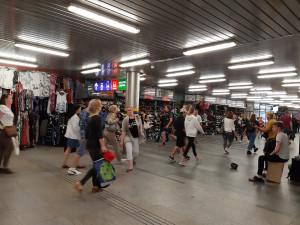 ANKETA: Podle Brňanů by mohlo v podchodu pod hlavním nádražím vzniknout informační centrum či knihovna