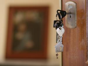 Podvodník v Brně se pokusil prodat cizí byt. Pravému majiteli ukradl identitu, teď mu hrozí 10 let ve vězení